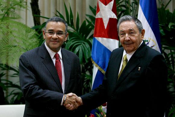 Raúl Castro, Presidente de Cuba y Mauricio Funes, presidente de El Salvador