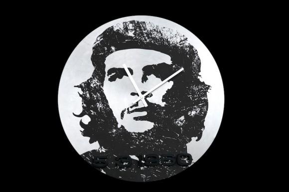 Roberto Chile: Eternamente Che. Serigrafía sobre reloj de metal, 40 cm d diámetro, 2010