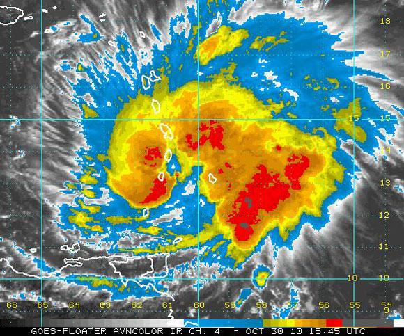 Imagen del satélite infrarrojo, Huracán Tomas (NOAA)