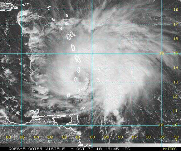 Imagen visible del satélite, Huracán Tomas (NOAA)