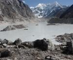 El glaciar Tso Rolpa, en el centro de Nepal, también afectado por el cambio climático (Kishor Rimal / IPS)