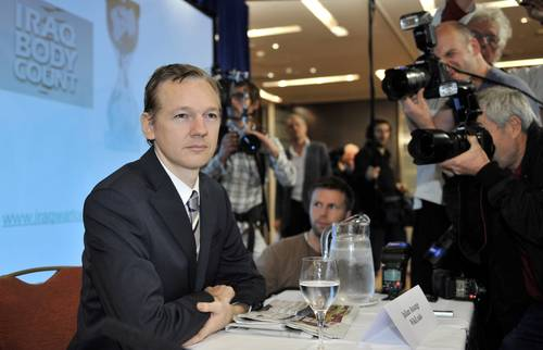 Julian Assange en conferencia de prensa ayer en Londres. Foto: AFP