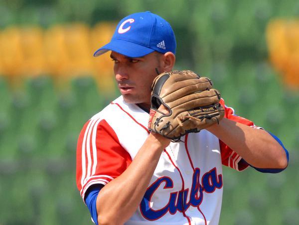 Yulieski González, en el encuentro que Cuba le ganara a Japon, 4 carreras por 1, en la XVII Copa Intercontinental de Béisbol, en el estadio Intercontinental de Taichung, en Taipei de China, el 29 de octubre de 2010. FOTO AIN /Marcelino VAZQUEZ HERNANDEZ