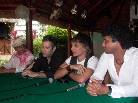 Dagma Francis Gerente Comunicación de Bis Music, Oni Acosta, musicólogo y Jorge Luis Robaina y Yamil Hernández