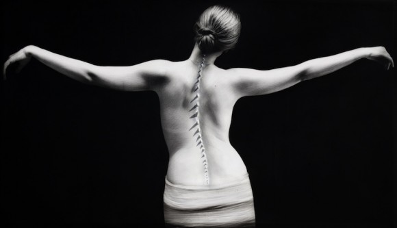 """Novia de la sal, de la serie """"Abrazos prohibidos"""". Técnica mixta sobre tela, 2010"""