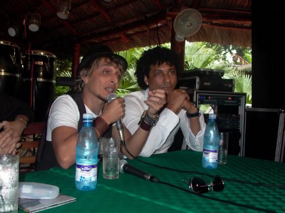 Jorge Luis Robaina y Yamil Hernández. Líderes de Karamba en la presentación de su disco.