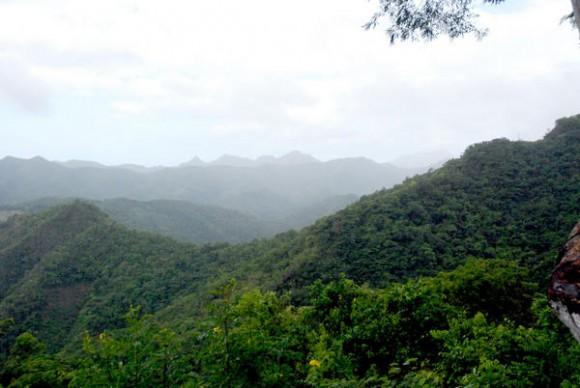 Paisaje montañoso de los campos de Baracoa, en la Oriental provincia de Guantánamo, Cuba, el 12 de noviembre de 2010. AIN FOTO/ Yaciel PEÑA DE LA PEÑA