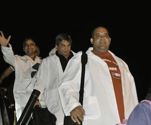 Medicos cubanos que regresaron de Chile. Foto: Roberto Chile, Noviembre 2010