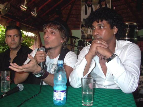 Oni Acosta, musicólogo y Jorge Luis Robaina y Yamil Hernández.