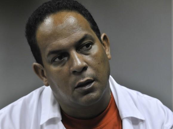 El doctor Juan Carlos Andux, Jefe de la Brigada Henry Reeve en Chile. Estuvo al frente del Hospital de campaña cubano en Chillán. Foto: Roberto Chile.
