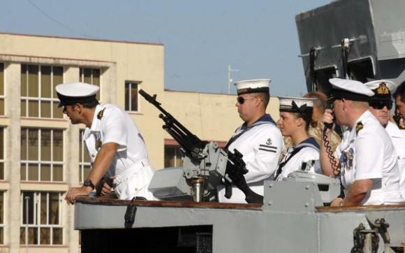 """Parte de la tripulación del Buque de la Armada Inglesa """"Manchester"""", a su arribo al puerto de La Habana, Cuba, el 15 de noviembre de 2010.   AIN FOTO/Omara GARCIA MEDEROS"""