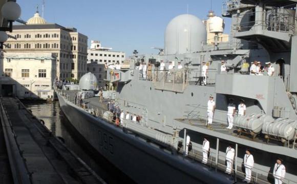 """El Buque de la Armada Inglesa """"Manchester"""", a su llegada a la Terminal de Cruceros del puerto de La Habana, el 15 de noviembre de 2010.  AIN FOTO/Omara GARCIA MEDEROS"""