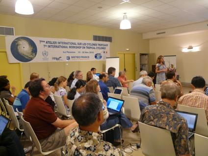 Sesión de trabajo del IWTC-7 que reunió a los principales pronosticadores e investigadores de ciclones tropicales de todo el mundo.