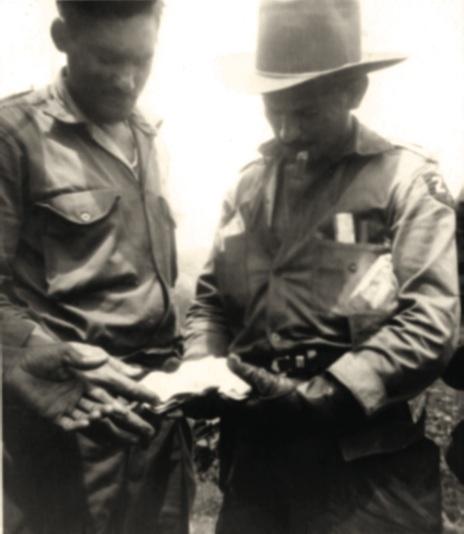 De izquierda a derecha, el primer teniente Rubén Fonseca Guevara y el comandante Guillermo García Frías, tras la toma de Palma Soriano.