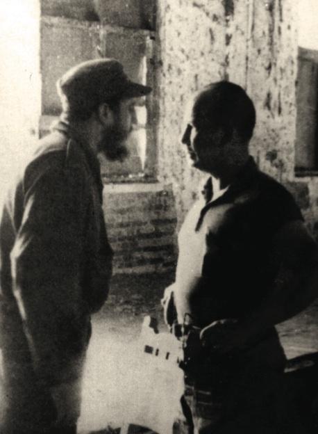 Entrevista de Fidel y el general del Ejército de la dictadura Eulogio Cantillo, en las ruinas del central Oriente, 28 de diciembre de 1958.