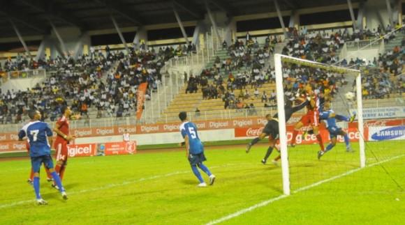 El equipo de Cuba durante el partido contra Martinica.