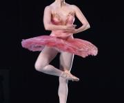"""Michelle Wiles, en """"Temas y variaciones"""", coreografía de George Balanchine. El American Ballet Theatre (ABT), compañía de Estados Unidos, invitada al XXII Festival Internacional de Ballet de la Habana, teatro Karl Marx. FOTO: Raúl Pupo."""