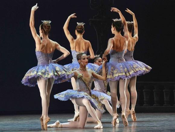 """""""Tema y variaciones"""", del American Ballet Theatre (ABT), compañía de Estados Unidos, invitada al XXII Festival Internacional de Ballet de la Habana, teatro Karl Marx. FOTO: Raúl Pupo."""
