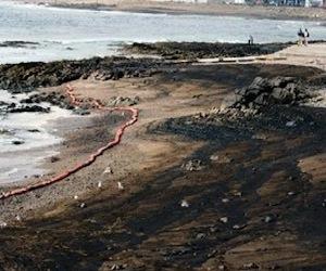 Shell causa el peor derrame de petróleo de la década en Nigeria