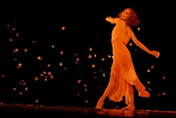 Presentación de «Cinco valses de Brahms a la manera de Isadora Duncan»  con Tamara Rojo del Royal Ballet of London  y el pianista Aldo López-Gavilán en el Gran Teatro de La Habana, el 7 de noviembre de 2010, durante la Gala de clausura del 22 Festival Internacional de Ballet.  AIN  FOTO/Roberto MOREJON RODRIGUEZ