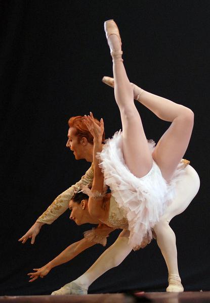 Presentación del pas de deux  «La Bella durmiente del bosque» con Roberta  Márquez y Steven Mcrae del Royal Ballet of London en el Gran Teatro de La Habana, el 7 de noviembre de 2010, durante la Gala de clausura del 22 Festival Internacional de Ballet. AIN  FOTO/Roberto MOREJON RODRIGUEZ