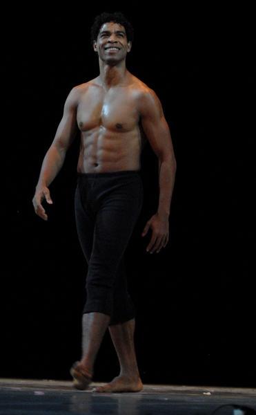 Carlos Acosta en el Gran Teatro de La Habana, el 7 de noviembre de 2010, durante la Gala de clausura del 22 Festival Internacional de Ballet.  AIN  FOTO/Roberto MOREJON RODRIGUEZ