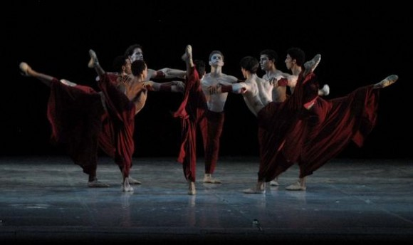 Presentación de «Samsara» del coreógrafo español Víctor Ullate en el Gran Teatro de La Habana, el 7 de noviembre de 2010, durante la Gala de clausura del 22 Festival Internacional de Ballet. AIN  FOTO/Roberto MOREJON RODRIGUEZ