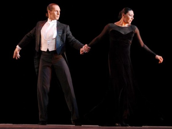 Presentación de «El ultimo encuentro», con Lola Greco y Fernando Velezco,  en el Gran Teatro de La Habana, el 7 de noviembre de 2010, durante la Gala de clausura del 22 Festival Internacional de Ballet. AIN  FOTO/Roberto MOREJON RODRIGUEZ