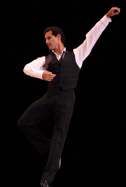 """José Manuel Careño  interpretó """"Sinatra Suite""""  en el Gran Teatro de La Habana, el 7 de noviembre de 2010, durante la Gala de clausura del 22 Festival Internacional de Ballet.  AIN  FOTO/Roberto MOREJON RODRIGUEZ"""