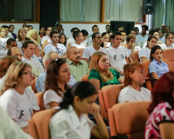 Estudiantes que asistieron al encuentro con Fidel, el 17 de noviembre de 2010. Foto: Alex Castro