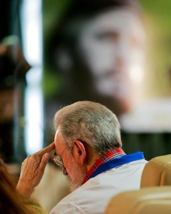 Mensaje a los estudiantes. Fidel, el 17 de noviembre de 2010. Foto: Alex Castro