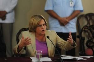 La legisladora republicana estadounidense Ileana Ros Lehtinen habla durante una conferencia de prensa.