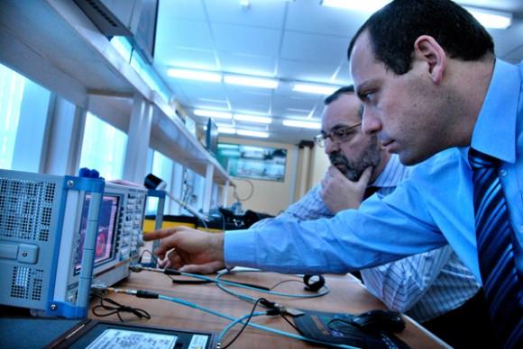 Comunicación inalámbrica en la Facultad de Ingeniería Electrónica. Foto: Roberto Suárez
