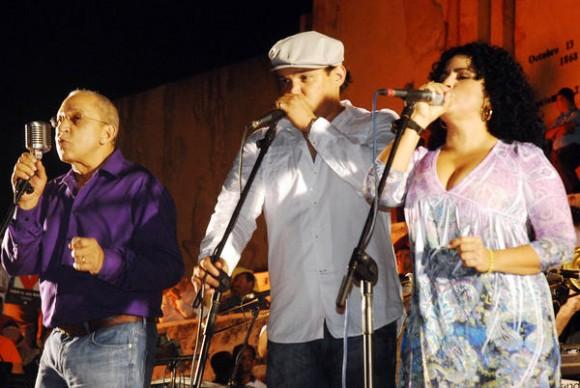 Concierto de Juan Formell y los Van Van, en la Plaza de la Revolución Mayor General Vicente García, en la oriental provincia de Las Tunas, Cuba, el 20 de noviembre de 2010. AIN FOTO/ Yaciel PEÑA DE LA PEÑA