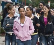 Un grupo de adolescentes durante el inicio de la temporada invernal, en La Habana, Cuba, el 7 de noviembre de 2010. AIN  FOTO/Abel ERNESTO