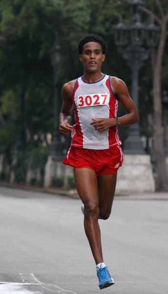 Liban Luque, ganador en los 42 kilómetros en Marabana 2010, , La Habana, Cuba, el 21 de noviembre de 2010. AIN FOTO/Sergio ABEL REYES
