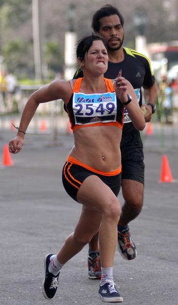 Competidores participan en la maratón Marabana 2010, el 21 de noviembre de 2010, La Habana, Cuba. AIN FOTO/Sergio ABEL REYES