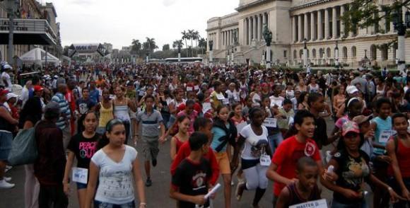 Inicio de la maratón MARACUBA 2010, como parte de las actividades por el Día de la Cultura Física y el Deporte, 20 de noviembre de 2010, La Habana, Cuba. AIN FOTO/Sergio ABEL REYES