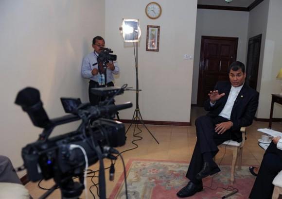 Rafael Correa durante la entrevista con la AFP. Foto: AFP