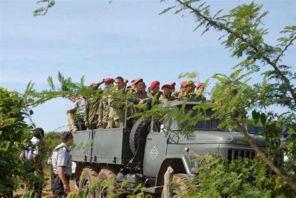 Rescatistas en el lugar del accidente. Foto: Escambray