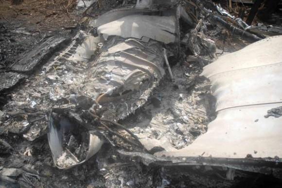 Restos del avión de pasajeros ATR 72/212, de Aerocaribean, que se estrelló en la tarde de este martes 4 de noviembre en las cercanías del poblado de Guasimal, en Sancti Spíritus, el 5 de noviembre de 2010. AIN FOTO/Oscar ALFONSO SOSA