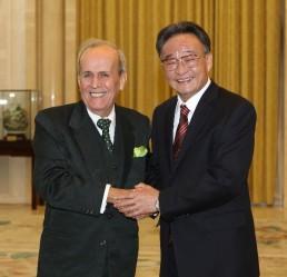 El líder parlamentario cubano Ricardo Alarcón sostuvo la víspera con su homólogo anfitrión y miembro del Comité Permanente del Buró Político del PCCh, Wu Bangguo