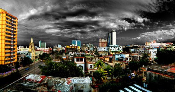 Roberto Salas. Panorámica de La Habana, Fotografía digital manipulada 59 X 121 cm, 2010
