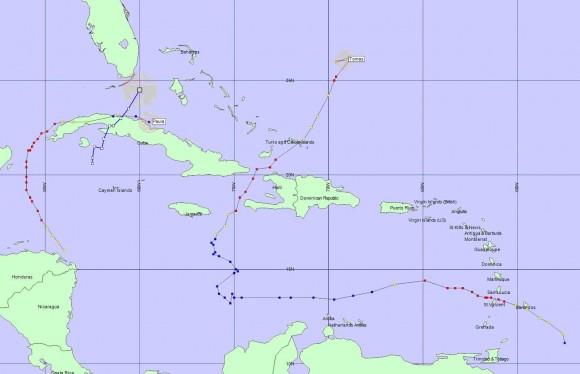 Trayectorias de los ciclones tropicales de todas las clasificaciones (Depresión Tropical, Tormenta Tropical, Huracán) ocurridas en la cuenca del Atlántico en la Temporada de Huracanes 2010. Obsérvese la gran cantidad de trayectorias en el océano, sin afectar a tierra alguna; y también la incidencia de trayectorias sobre la península de Yucatán.