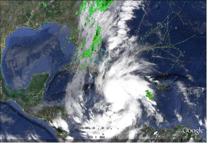"""Interesante imagen de satélite y radar de las primeras horas del  5 de noviembre del 2010. Se observa al huracán """"Tomás"""", al frente frío al que dentro de pocas horas se integraría, y sobre el centro de Cuba la hondonada pre-frontal con lluvias y chubascos. El primer frente frío de la Temporada Invernal 2020-2011 estaba próximo a llegar al extremo occidental de Cuba."""