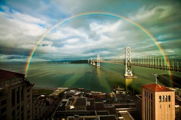 Arcoíris sobre el puente de San Francisco, California (Estados Unidos)