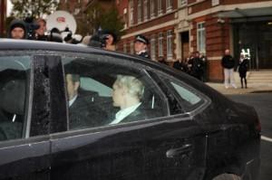 Assange llegando al juzgado en Londres  Foto de AP