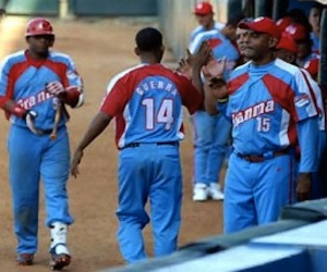 Granma se desquita de Villa Clara y asciende en el béisbol cubano