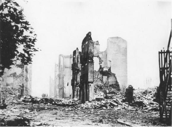 """El bombardeo de Gernika por la aviación nazifascista aliada de Franco, el 26 de abril de 1937, inspiró al arzobispo de Canterbury para acuñar la expresión """"armas de destrucción masiva"""". Foto: Deutsches Bundesarchiv."""