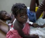 Niña en un hospital de Marchad Dessalines, Haití, salvada tras padecer el cólera. Foto: AP/ Ramón Espinosa.